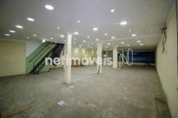 Lojão com Área Total de 550 m² para Aluguel na Avenida San Martin (792904)