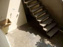 R$ 450 Casa com 2 cômodos mais lavanderia