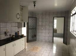 Vende-se Excelente casa com 4/4  -  Setor Cândida de Moraes, Próximo ao Hugol