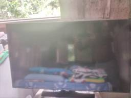 Vendo essa TV 40 polegadas Samsung com defeito na imagem.