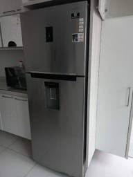 Geladeira Samsung com Dispenser de Água