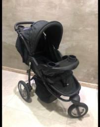 Carrinho de 3 rodas com bebê conforto