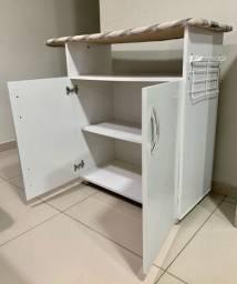 Tábua de passar com armário