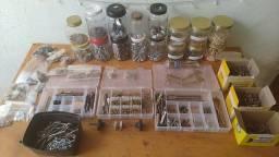 Pacote diversos parafusos, brocas e acessórios