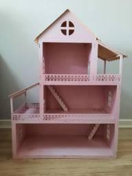 Casa de madeira para boneca
