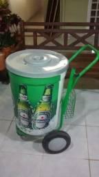 Cooler gigante Heineken com carrinho de mao