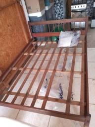 Título do anúncio: Vende cama de casal de madeira pura