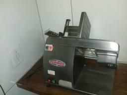 Vendo máquina de cortar frios semi nova