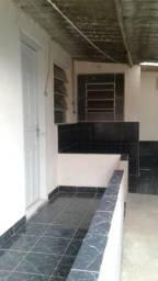 Aluga-se Casa de fundos (quarto, sala, cozinha e banheiro) Todo na cerâmica R$ 400