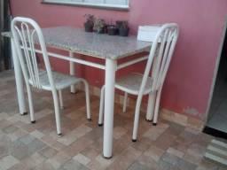 Mesa c/ 3 cadeiras