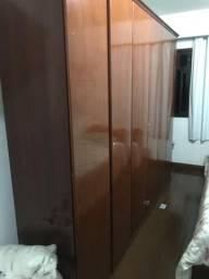 Guarda roupa 6 portas e uma cômoda