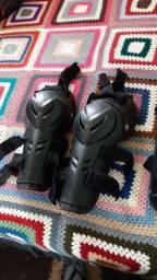 Dois pares de joelheira