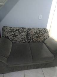 Sofá de dois lugares tecido .
