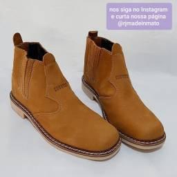 PROMOÇÃO bota botina em couro legítimo costurada frente é salto