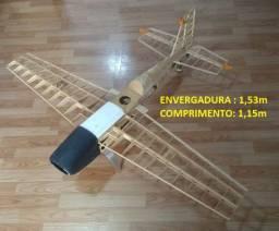Aeromodelo Extra-300S para motor glow 46-60 (kit pré-montado)