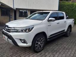 Toyota Hilux SRX 2.8 automática