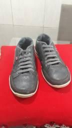 Sapato usado sem cadarço