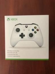 Controle X-BOX one S , semi novo