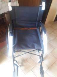 Cadeira de rodas Jaguaribe pneu maciço dobrável