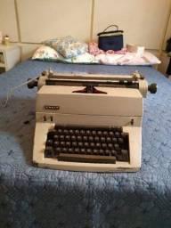 Máquina de datilografia FACIT antiga(anos 70) em perfeito funcionamento.