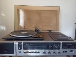 Toca disco e fita Sharp Garrard 6300
