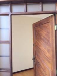 Apto 3 quartos com duas Suites e banheiro social e dependencia de empregada