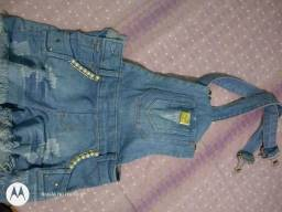 Jardineira jeans tamanho 12