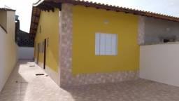 Título do anúncio: Casa nova de 2 dorms - suíte em bairro residencial Jd. Leonor em Mongaguá