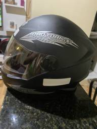 Vendo 2 capacetes novos nunca usados preto fosco