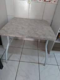 Mesa de cozinha quadrada