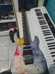 """""""*Promoção*"""" vendo esse combo teclado e guitarra por 1000 reais"""