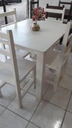 Título do anúncio: Mesas 4 cadeiras em madeira disponível