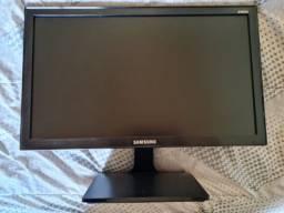 """Título do anúncio: Monitor Samsung S19E310 LED 18,5"""" (1366 x 768) 5ms"""