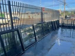 Vilas Boas/Janela de Ferro reforçada com Grade e Vidros em perfeito estado