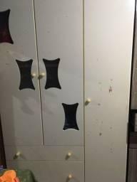 Guarda roupa  infantil  três porta 2 gaveta  1 e gavetão branco não entrego