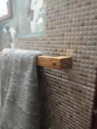 Suporte em madeira maciça para toalhas!