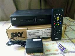 Receptor SKY pace HDTV<br>Com manual e pilhas