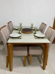 Título do anúncio: Mesa de Jantar retangular no laca e tampo de vidro com 4 cadeiras