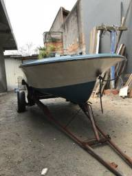 Barco de fibra e motor