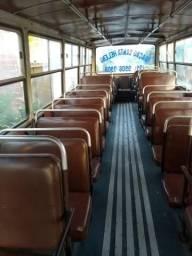 Vende bacia e vidros. De ônibus