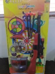 Pistola lança dardos para brincar