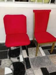 Cadeiras estofada em feludo vermelho amassado