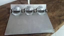 Máquina de montar e modelar empanadas e pastéis