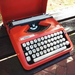 Fabricada anos 60 no Brasil Maquina de escrever antiga - antiguidade