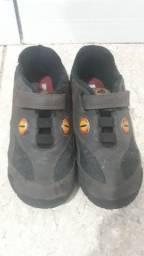 Sapato de dinossauro para venda