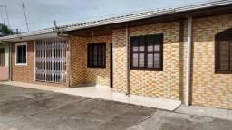 Ótima casa em condomínio fechado próxima a rodovia no Balneário Praia de Leste. REF.:2826R