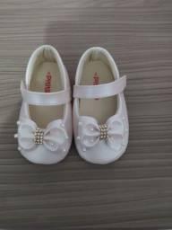 Dois sapatos de bebê 17 e 18 menina.