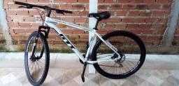 Título do anúncio: Bicicleta ROMA branca 29'