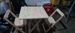 Vendo conjunto de mesa com 4 cadeira de madeira novo nunca usado