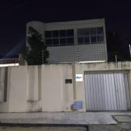 Título do anúncio: Oportunidade Casa Duplex, 228m², 5qts, 3vgs, 2 Quarteirões para a Av. José Leon